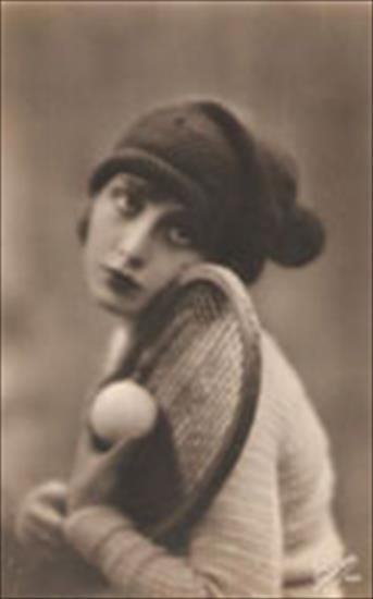 CARTE POSTALE FRENCH WOMAN TENNIS PLAYER (Ca 1910)